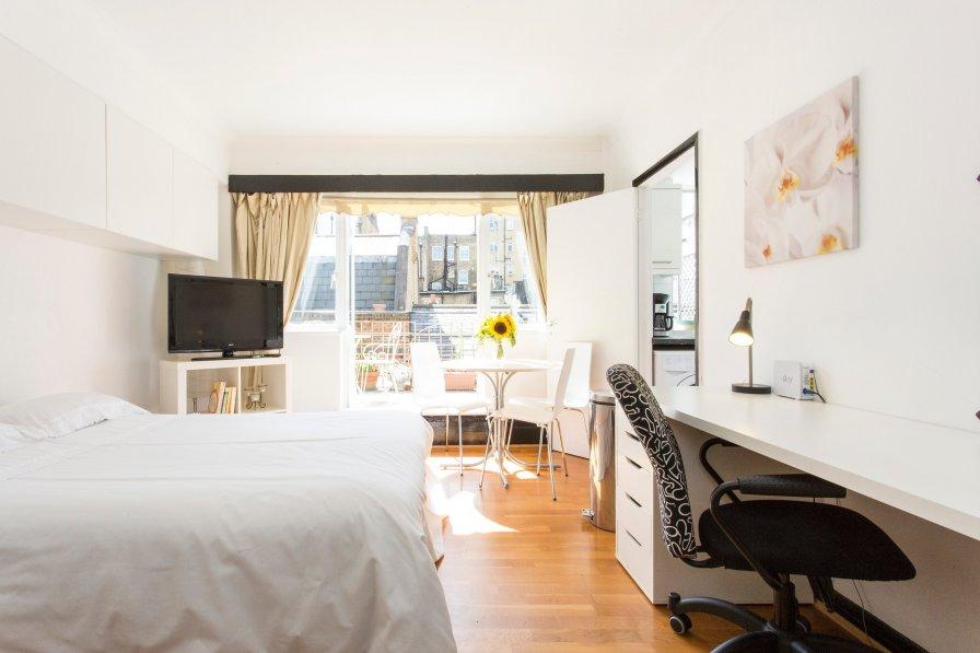 Baker street studio apartment