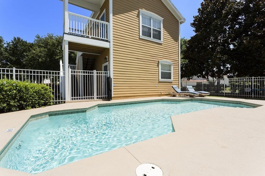 Villa To Rent In Kissimmee Florida With Shared Pool 221301