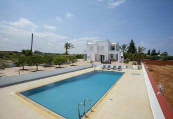 6 bedroom Villa for rent in Paralimni