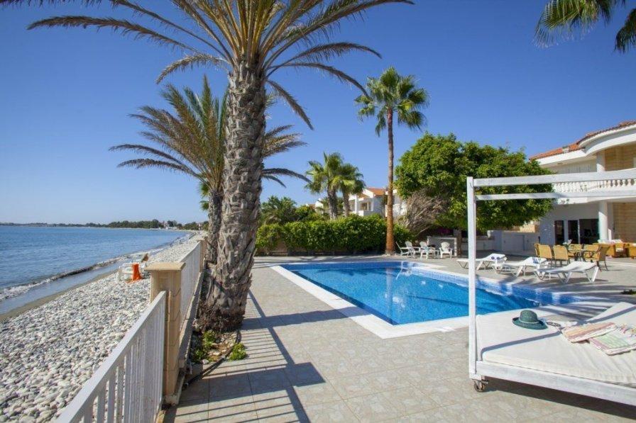 "Villa Meneou ""Sunset Beachfront Villa"