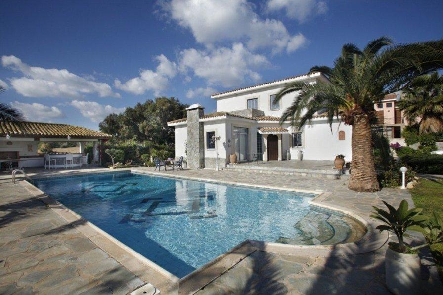 """Villa Mazeri """"Extra Large Private Pool"""""""