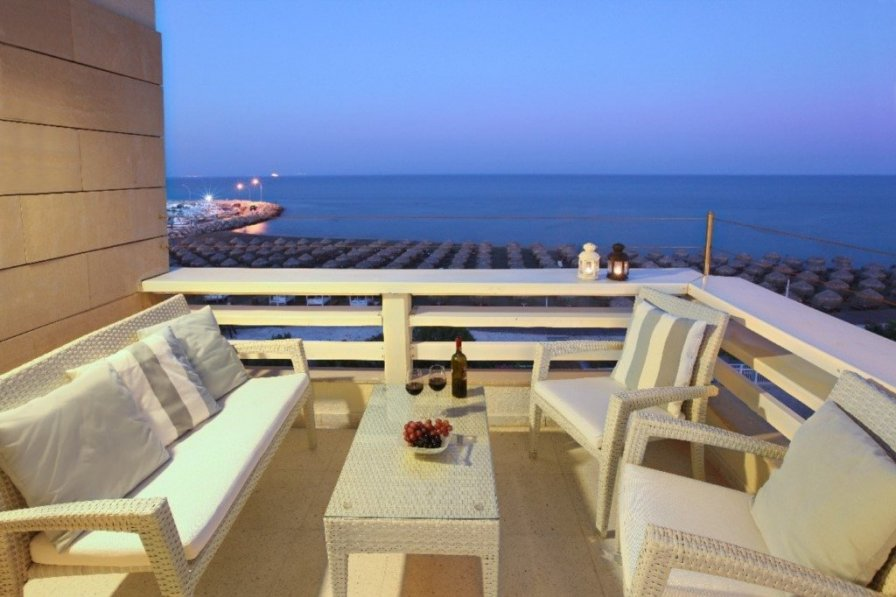 Apartment with a beautiful Seafront Views Makenzie Apartment 101