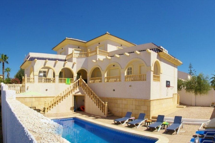 Villa to rent in ciudad quesada spain with private pool for 5 star villas