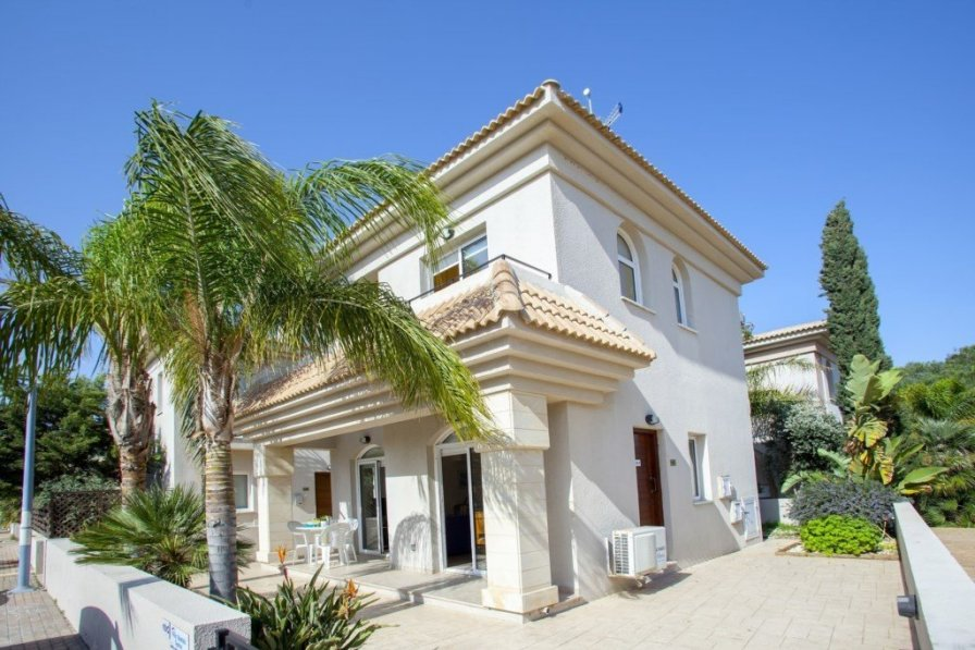 Blue Water Villa, Only 150 Metres from the Beach- Villa 10C
