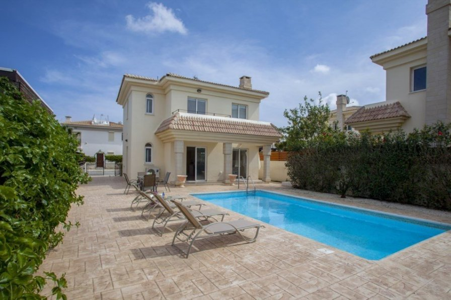 Blue Water Bay Villa, Only 150 Metres from the Beach – Villa 37