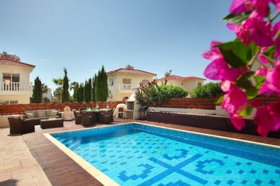 "Villa Loreana ""short walk from Nissi Beach"""