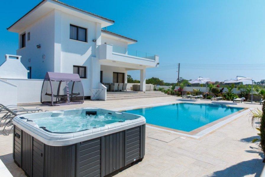 Villa Andriana, Located Beside Konnos Bay and Blue Lagoon