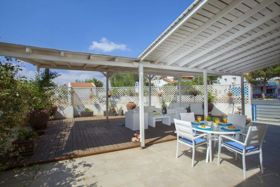 Protaras Holiday Villa Nicol 2, Minutes from the Beach