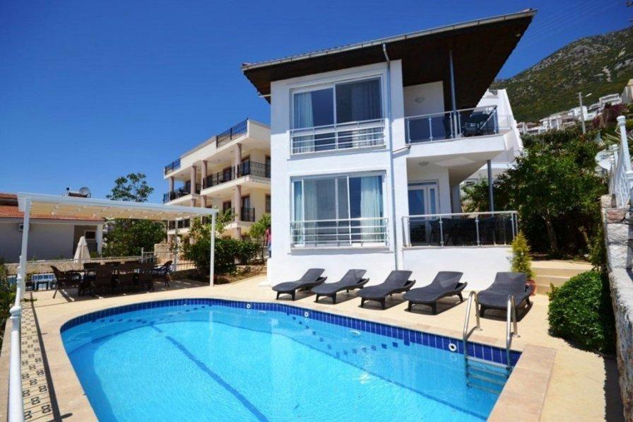 """Villa Leo """"Beautifully Decorated Villa Sleeps 8"""""""