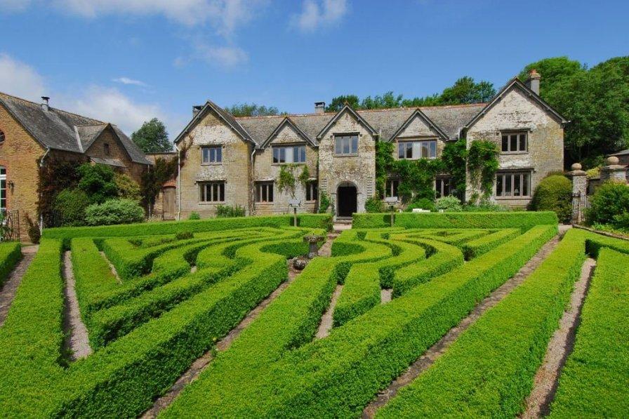 Kingsbridge Manor
