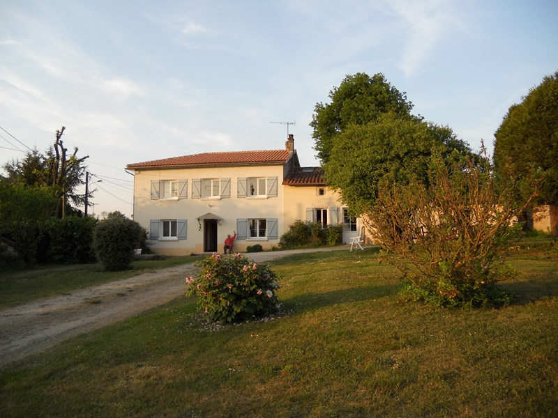 Farm house in France, Lacs de hautes charentes