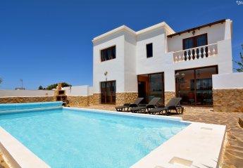 4 bedroom Villa for rent in Tinajo