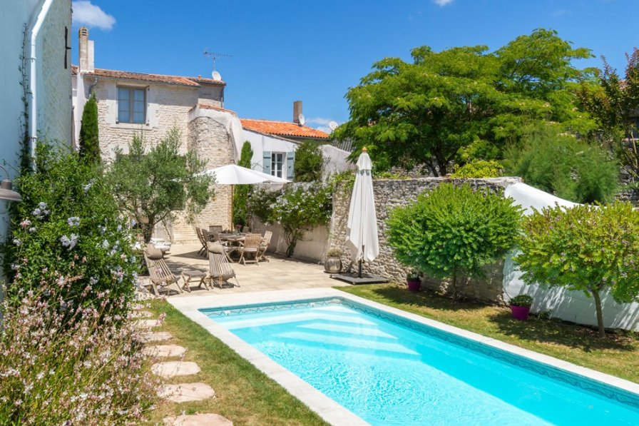 villa to rent in le bois plage en r france with private. Black Bedroom Furniture Sets. Home Design Ideas
