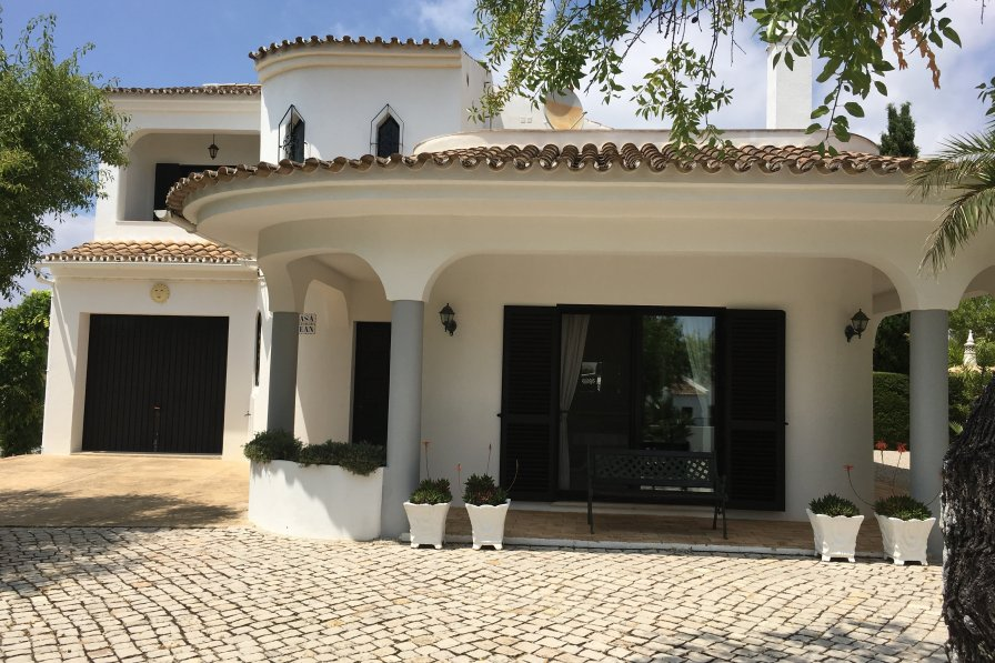 Villa in Portugal, Mesquita Alta