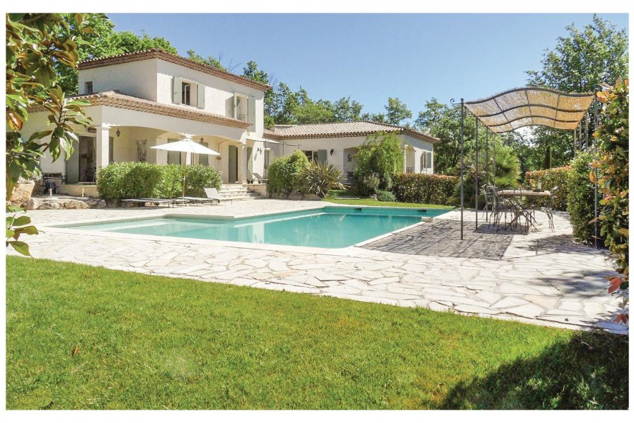 Villa with swimming pool in Fayence