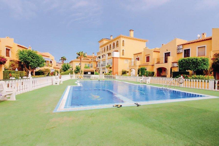 Villa to rent in La Zenia