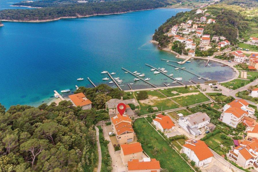 Apartment in Croatia, Palit