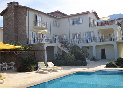 Villa in Cyprus, Edremit: Villa, pool and bar/BBQ with mountains behind