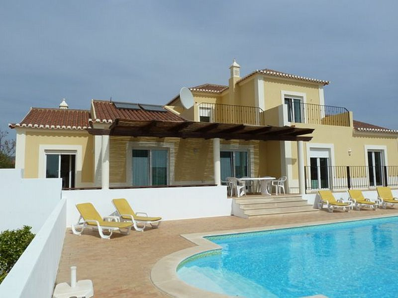 Villa in Portugal, Eastern Algarve: superb family villa with heated pool