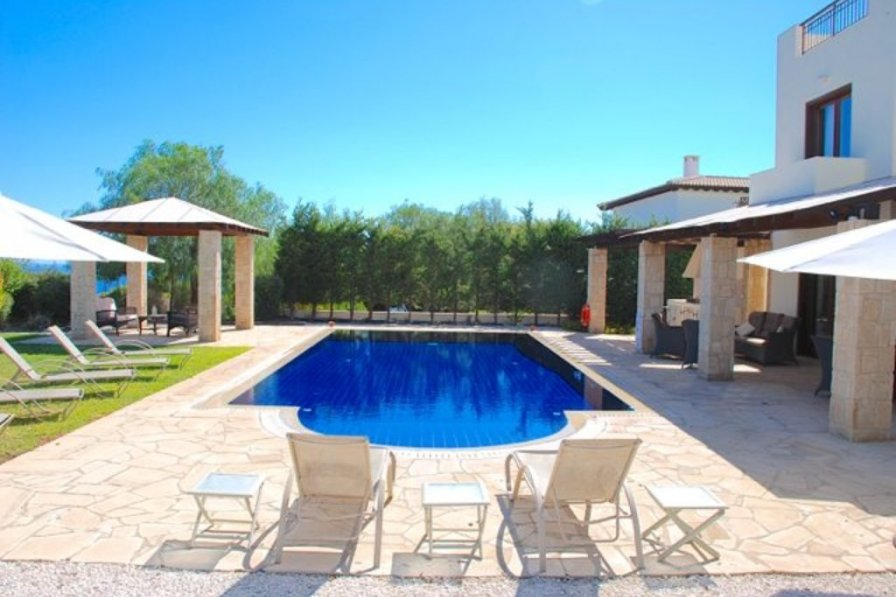 Villa rental in Kouklia with shared pool