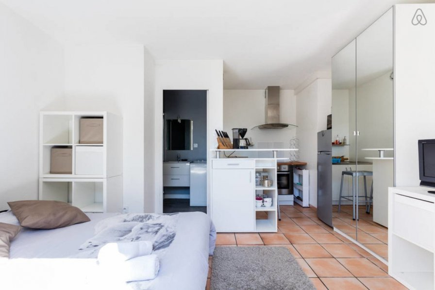 Studio apartment in France, La Colline