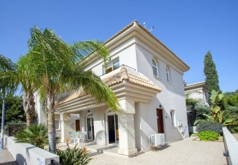 2 bedroom Villa for rent in Paralimni