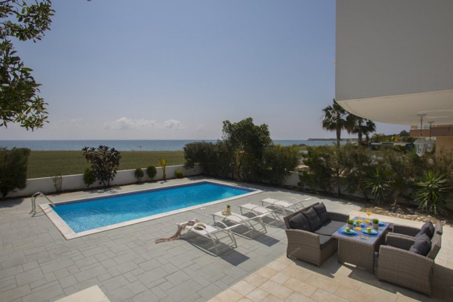 Villa To Rent In Mazotos Cyprus With Swimming Pool 225591