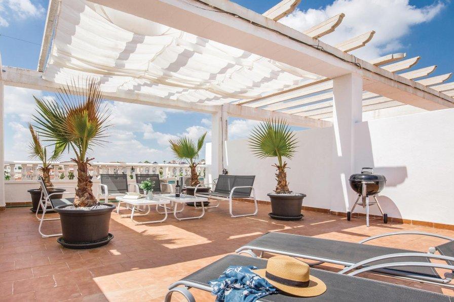 Las Filipinas holiday villa rental with shared pool