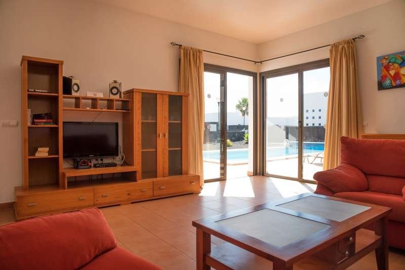 Villa To Rent In Costa De Papagayo  Lanzarote With Private