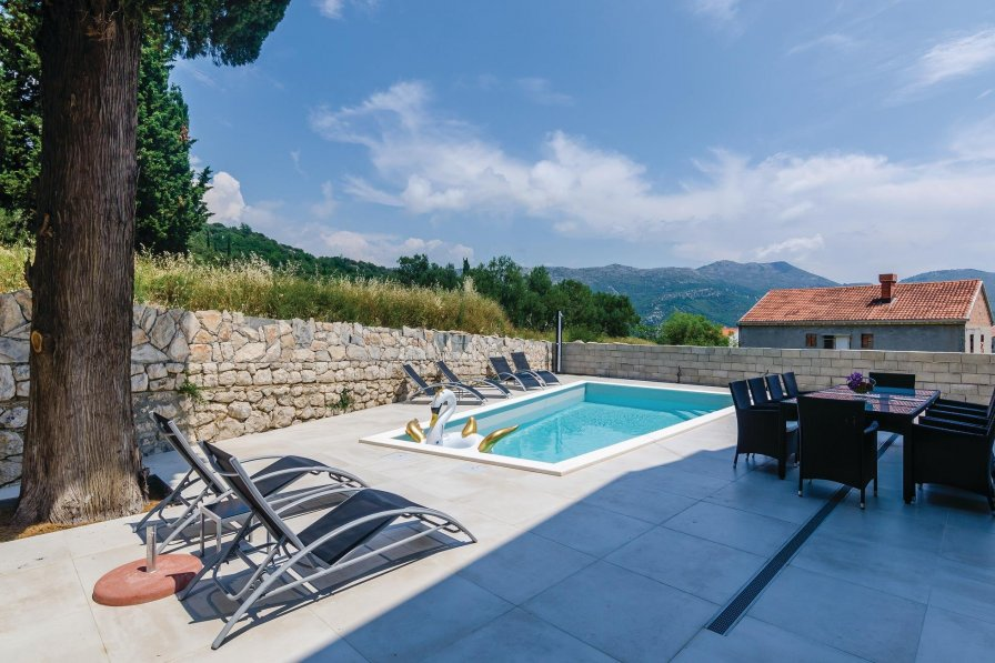 Villa to rent in Zaton