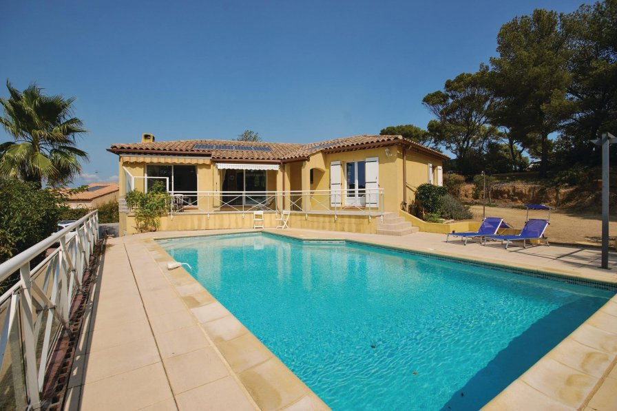 Villa with swimming pool in Hyères