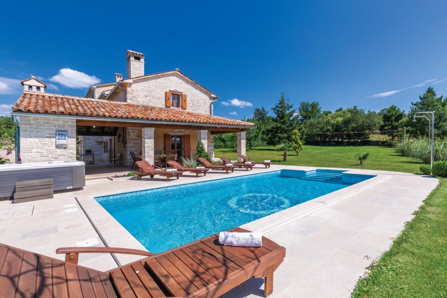 Villa To Rent In Krculi Croatia With Swimming Pool 226490