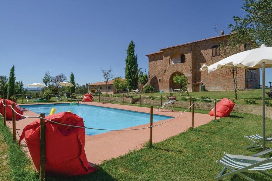 Villa To Rent In Castiglione Del Lago Italy With Swimming Pool 226555