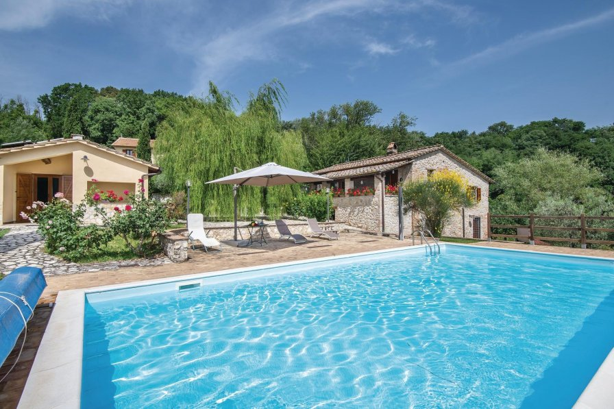 Apartment To Rent In Narni Italy With Shared Pool 226573