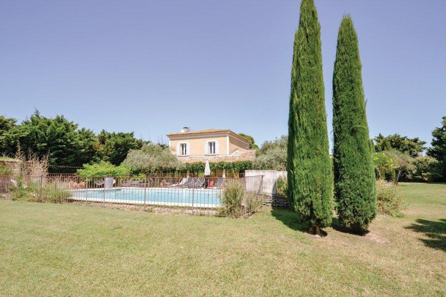 Villa rental in Cavaillon with private pool
