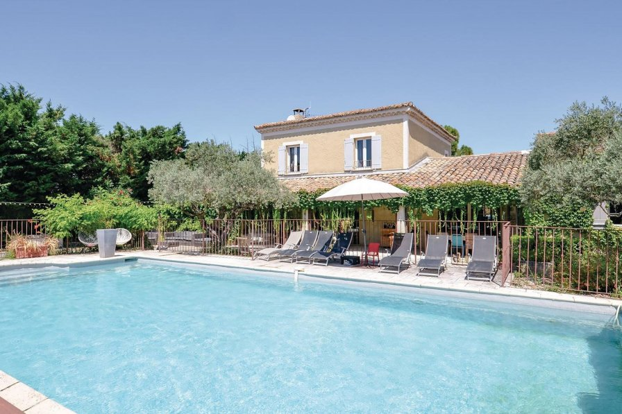 Villa rental in Cavaillon with private pool