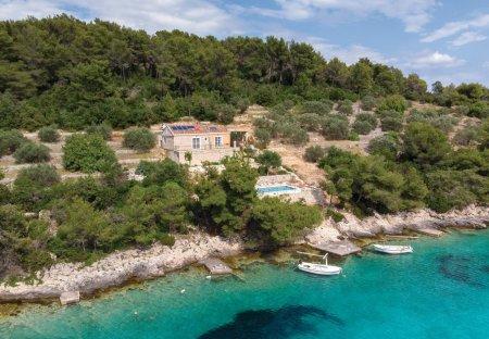 Villa in Potirna, Croatia