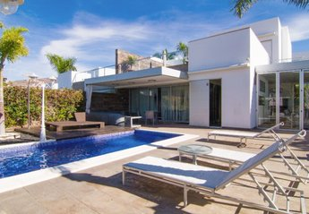 6 bedroom Villa for rent in Costa Adeje