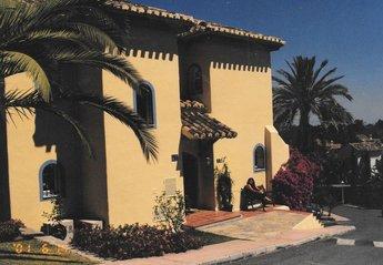2 bedroom Villa for rent in Elviria
