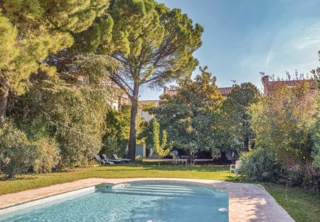 Villa in Saint-Rémy-de-Provence Centre Ville, the South of France