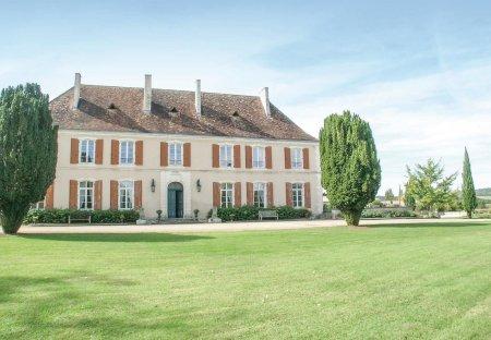Villa in Cherval, France