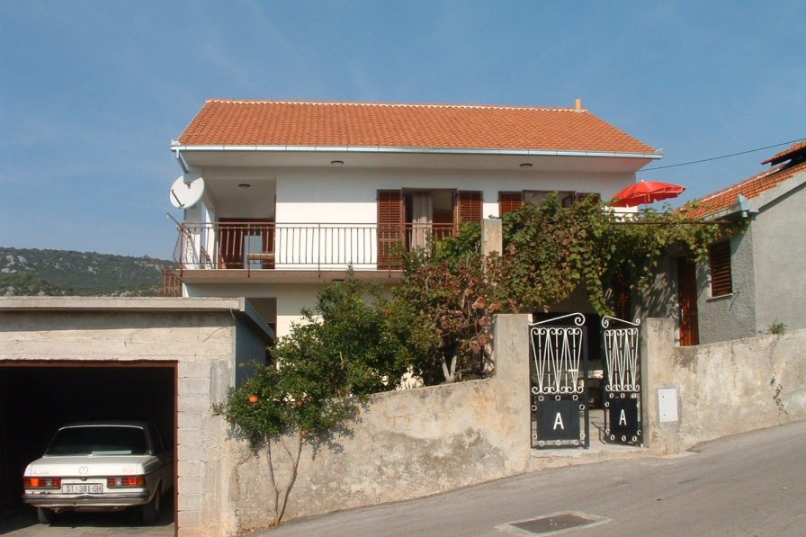 Apartment in Croatia, Vinišće