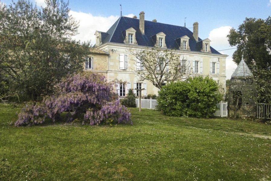 Chateau in France, Saint-Saturnin