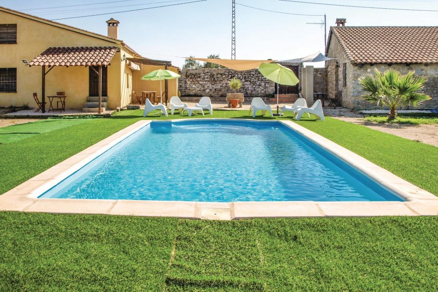 Villa To Rent In Villanueva Del Duque Spain With Swimming Pool 228319