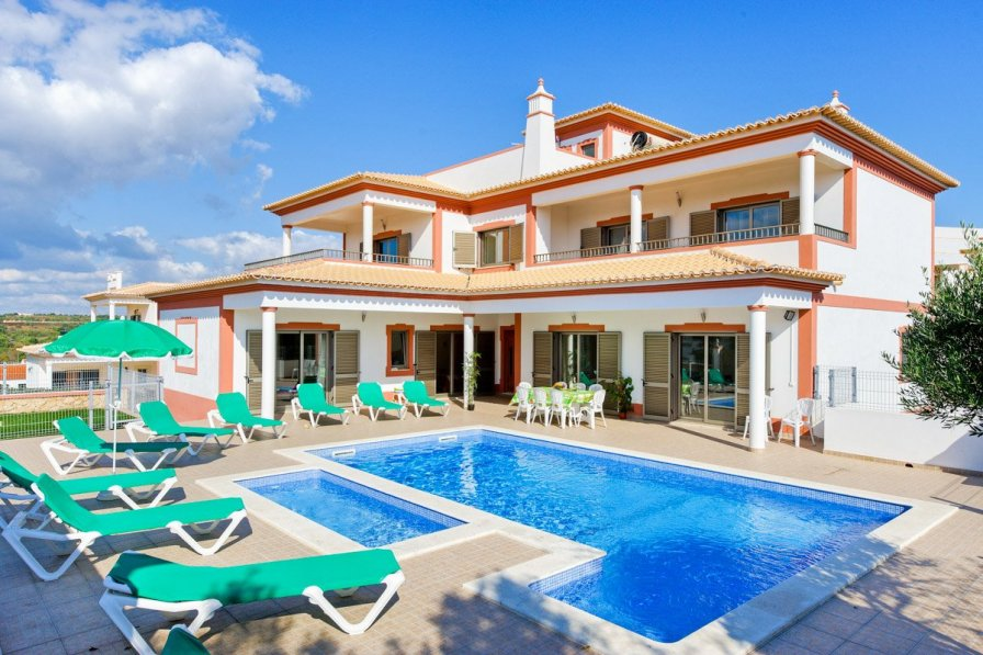 Villa To Rent In Guia Algarve With Private Pool 228350