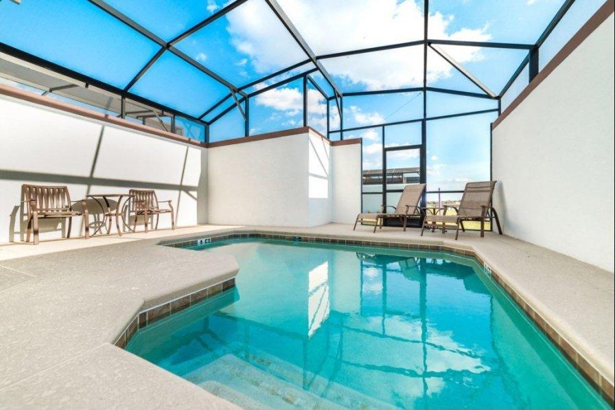 """Imagine Renting this Luxury Splendid Windsor Home"" CF04"