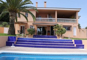 Apartment in Spain, Urb. Don Pedro: Fountain entrance is on the left.