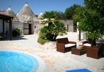 Villa in Italy, Martina Franca: Trullo Olivia terrace and pool
