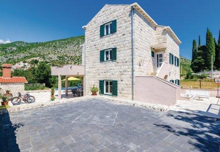 Villa in Gromača, Croatia