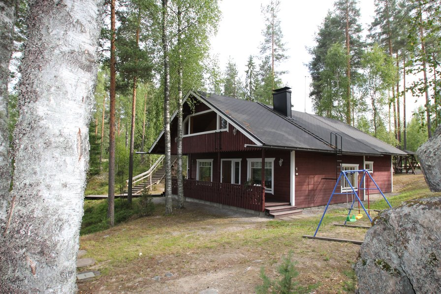 A high class and spacious villa by the largest lake of Finland.